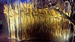 Rurka miedziana jako element bursztynowych kłosów i łanów pszenicy